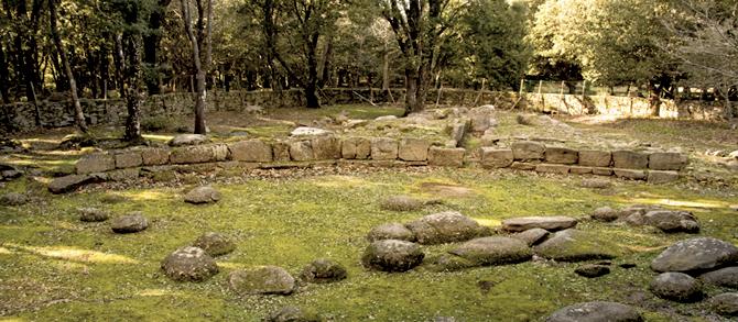 Scorcio della Tomba dei Giganti nel Parco Archeologico del Bosco di Seleni