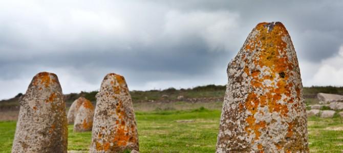 Il menhir, una pietra sacra per adorare le divinità pagane