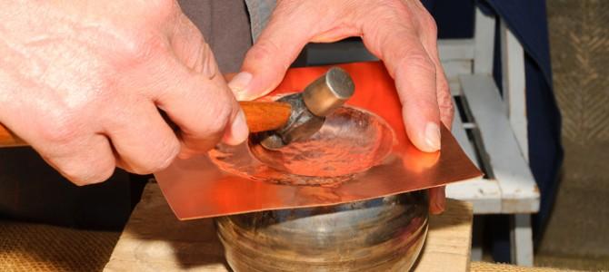 Metalli senza segreti per gli artigiani che lavorano nell'isola