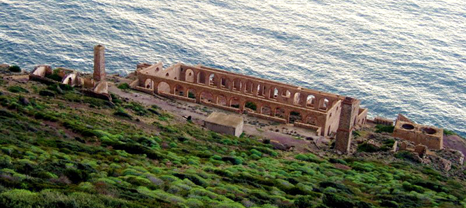 """In Nebida a beautiful site, on the reef there is still the """"laverìa"""""""