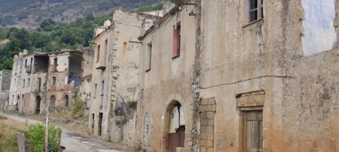 Gairo Vecchio, paesino fantasma abbandonato negli anni '60