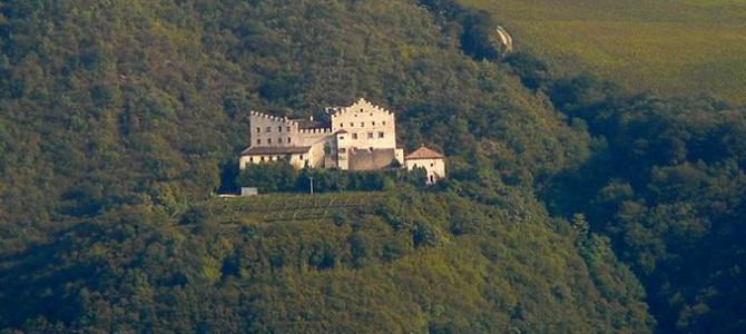 Il castello di Monreale, al confine tra due regni